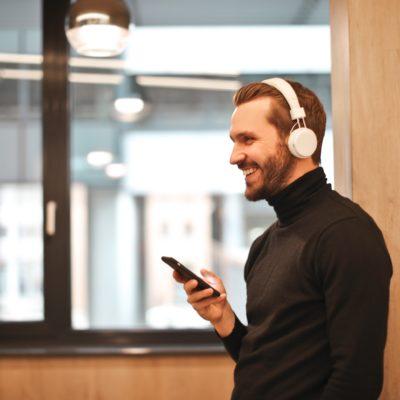 Hörspiel oder Hörbuch? Bei diesen 7 Gratis-Klassikern hast du die Wahl!